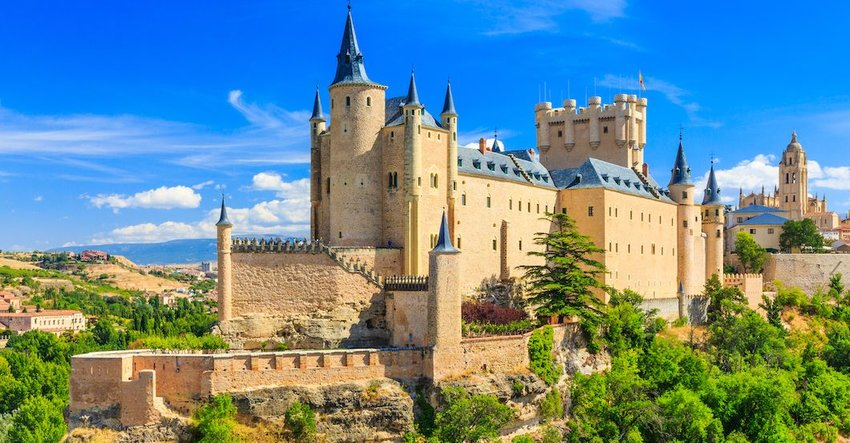 10 Oldest Castles You Can Still Visit