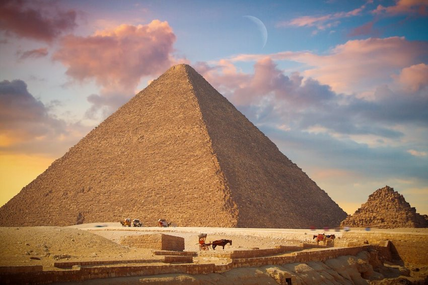 The Heat Anomaly in the Great Pyramid of Giza, Egypt
