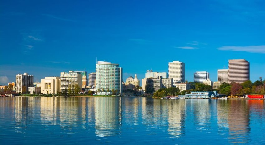 Photo of the skyline of Oakland, California