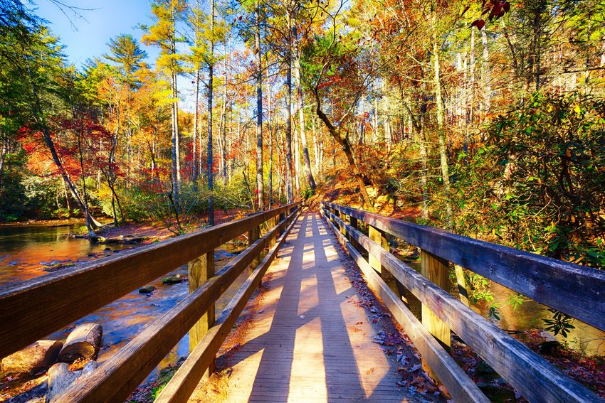 5 U.S. Towns Known for Their Fall Foliage