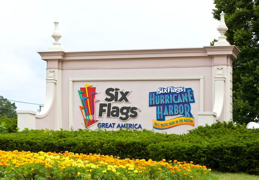 Six Flags Great America entrance sign in Gurnee, Illinois