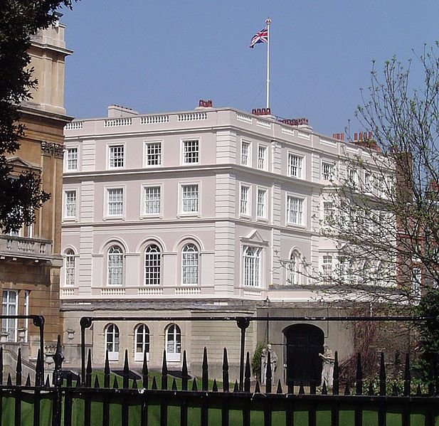 Side view of Clarence House