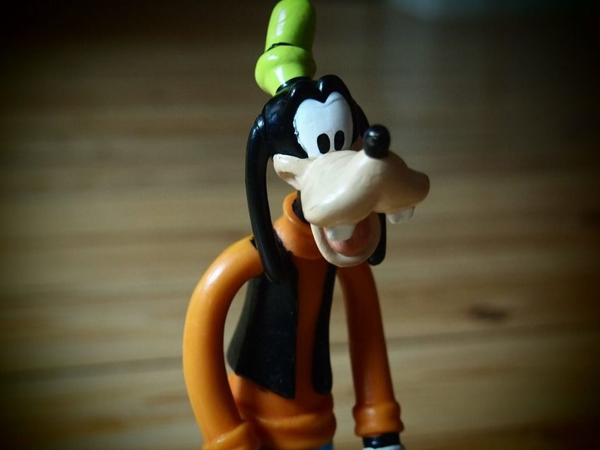 A statue of Goofy, a Disney character