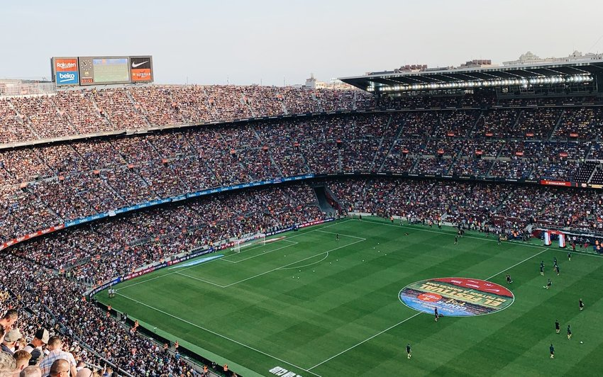 Full futbol stadium during a game