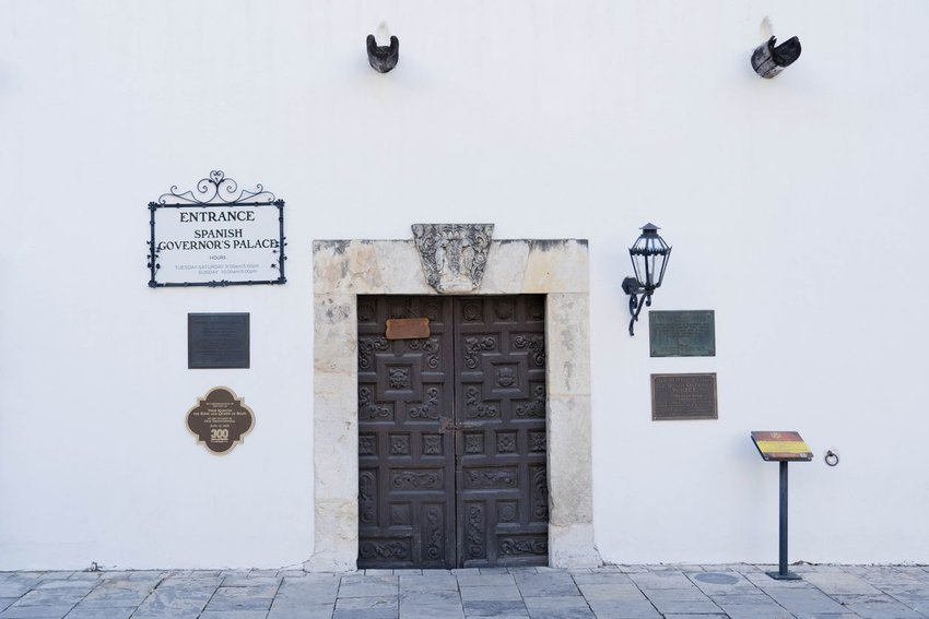The entrance doors to the Palace of the Governors in Santa Fe, NM
