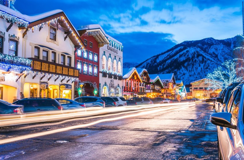 Leavenworth, Washington street decorated with lights in winter