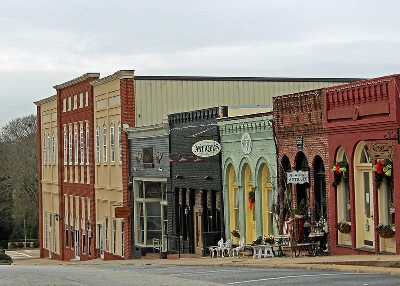 Shops on street in Senoia