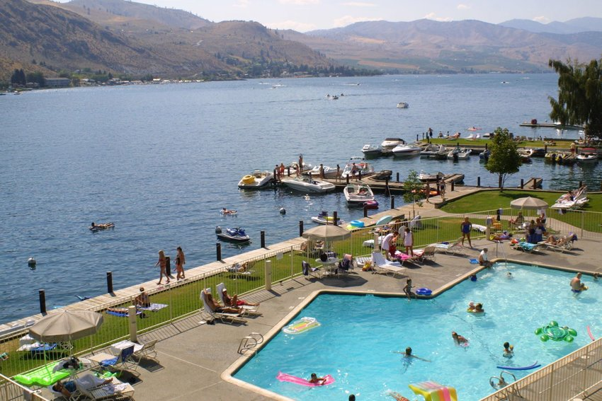 A resort with a swimming pool next to Lake Chelan