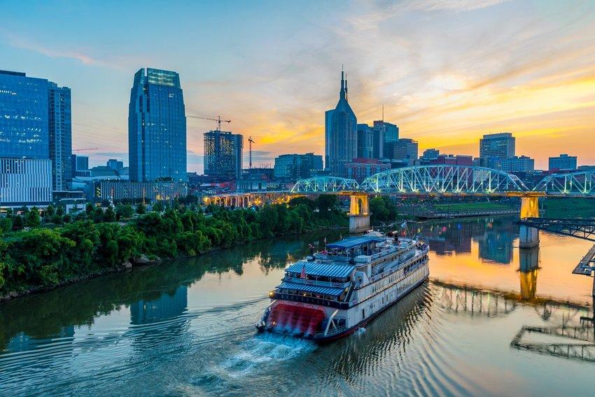 Nashville, Tennessee, skyline in the evening
