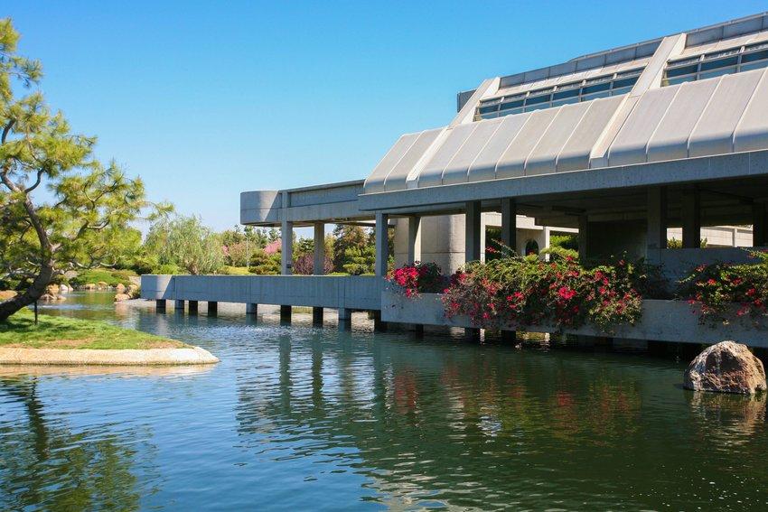 Waterway and buildings at SuihoEn Japanese Garden