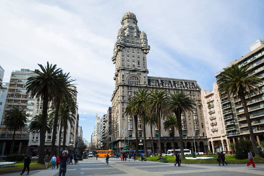 View over the Plaza Independencia with the Palacio Salvo in Montevideo, Uruguay