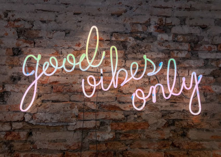 "A pink, blue, and green neon sign which reads ""Good Vibes Only."""