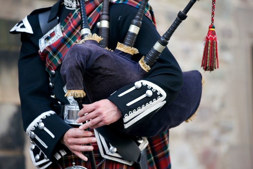 Person okaying the bagpipes