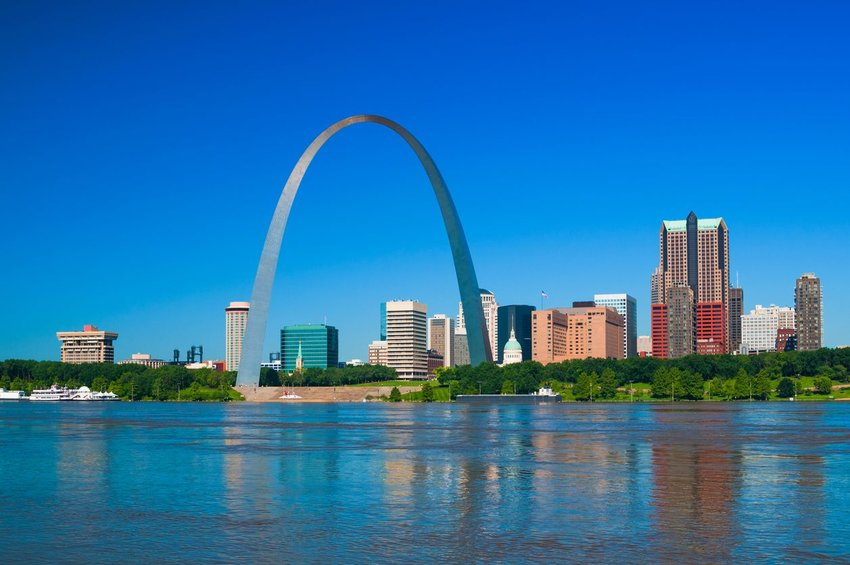 The Gateway Arch with St. Louis in the background seen from across the water