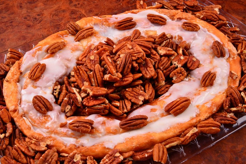Kringle pastry with walnuts