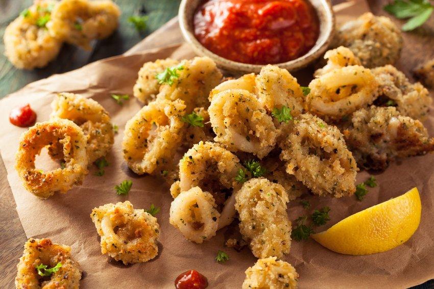 Fried calamari with sauce