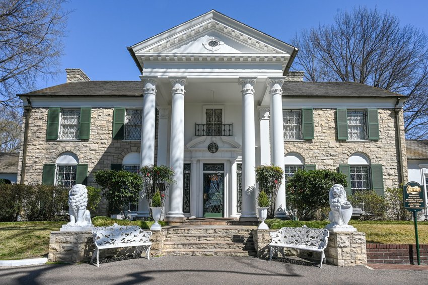 Front view of Graceland in Tennessee