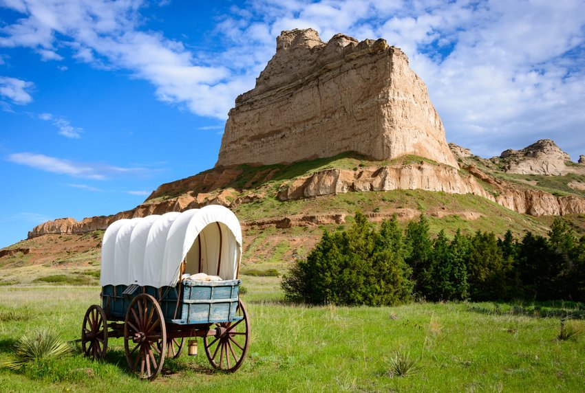 Covered wagon at Scotts Bluff National Monument