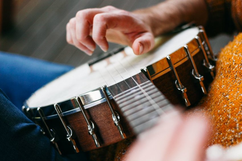 Person playing the banjo seen from above