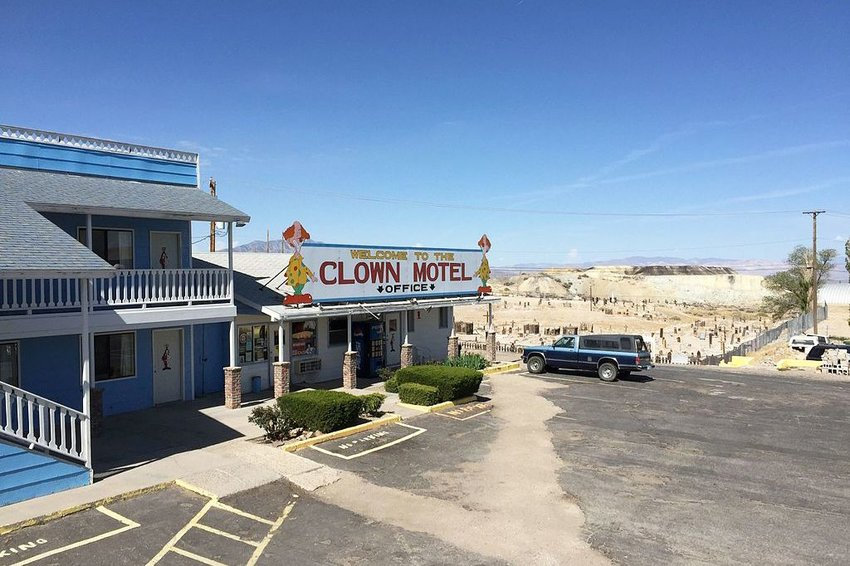 Clown Motel office and the surrounding sand