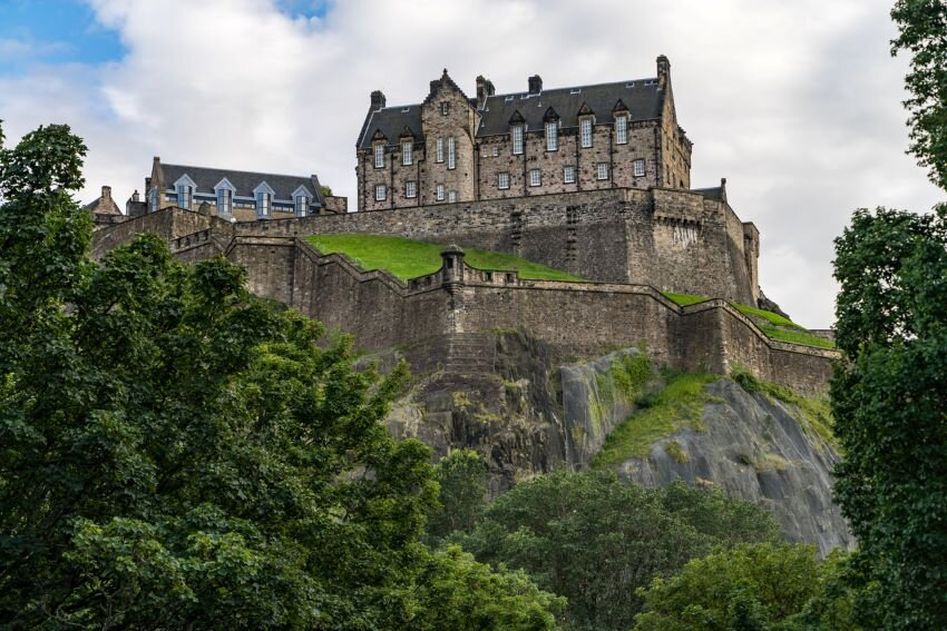 Scenic view of Edinburgh Castle on Castle rock, Edinburgh, Scotland.