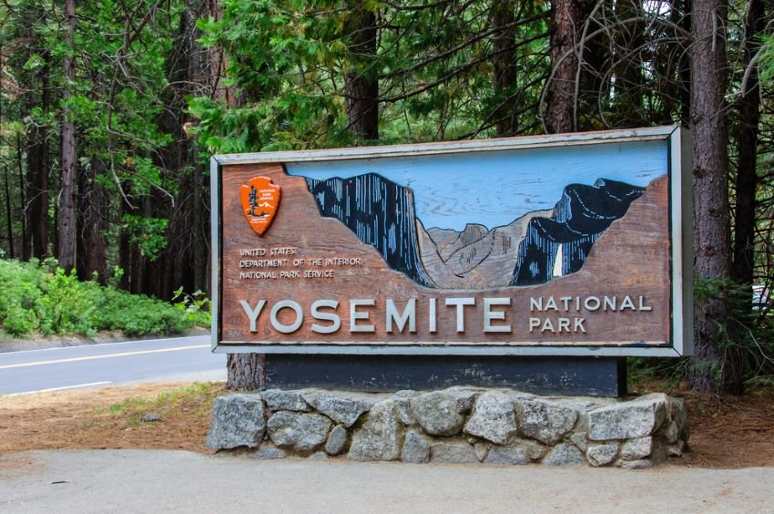 Welcome entrance sign in the Yosemite National Park, California USA.