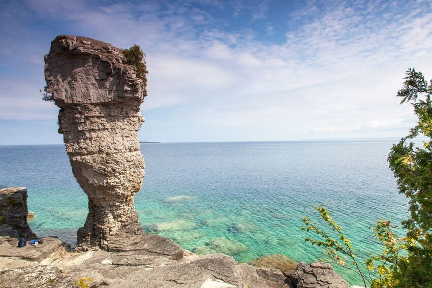 Rock formations at the coast, at Flowerpot Island.